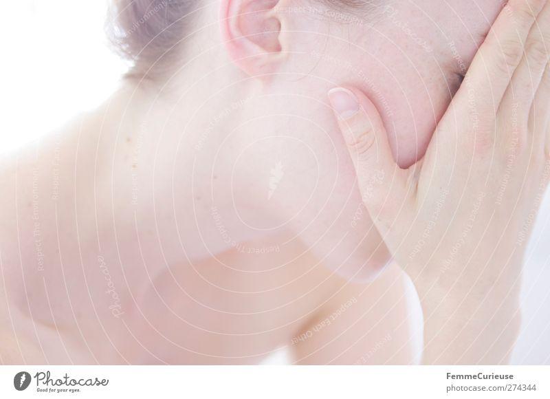 Sanft. Mensch Frau Jugendliche schön ruhig Erwachsene Gesicht Erholung feminin Haare & Frisuren Kopf Junge Frau Gesundheit Körper 18-30 Jahre Haut