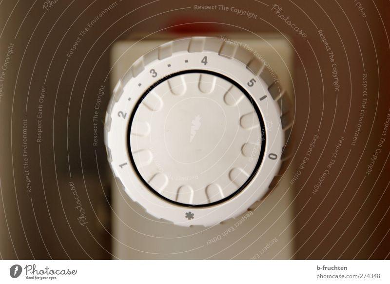 Zimmertemperatur Thermometer Ziffern & Zahlen rund braun grau weiß Warmherzigkeit Energie kalt Kontrolle Drehregler Heizkörper Heizung Temperaturregler Farbfoto