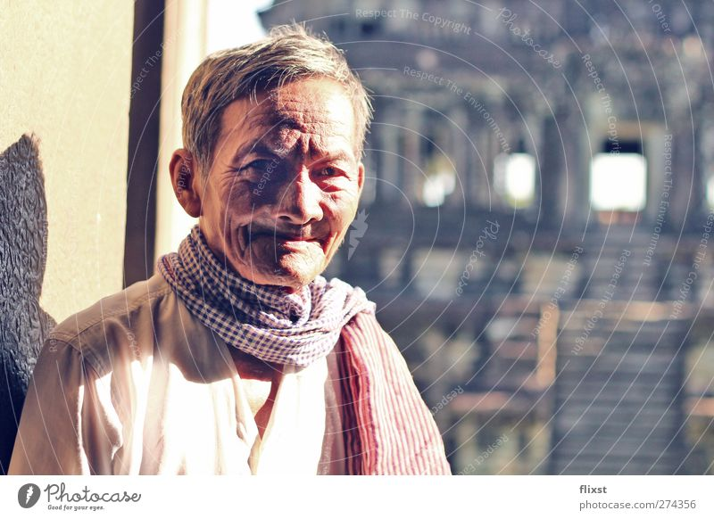 Lächeln der Weisheit Mensch maskulin Männlicher Senior Mann 1 60 und älter Zufriedenheit Optimismus Angkor Wat Kambodscha Tempel Farbfoto Außenaufnahme