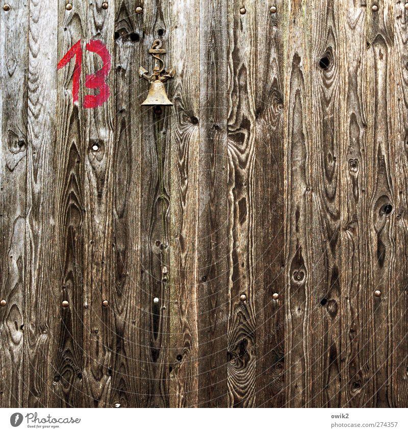 Protestglocke Tür Holztür Maserung Glocke Klingel Metall Zeichen Ziffern & Zahlen 13 Symbole & Metaphern hängen einfach klein oben braun sparsam skurril läuten