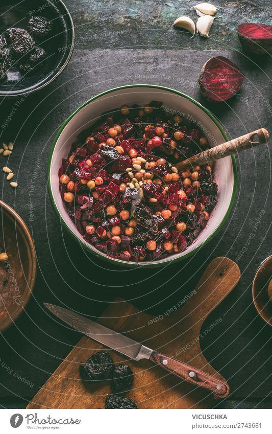 Rote Bete Salat mit Kichererbsen in der Schüssel Lebensmittel Gemüse Ernährung Mittagessen Bioprodukte Vegetarische Ernährung Diät Geschirr Schalen & Schüsseln