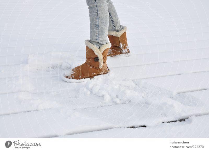 auf dem schnee Lifestyle Stil Ausflug Schnee Winterurlaub Entertainment Tanzen feminin Junge Frau Jugendliche Erwachsene Leben Beine Fuß 1 Mensch 18-30 Jahre