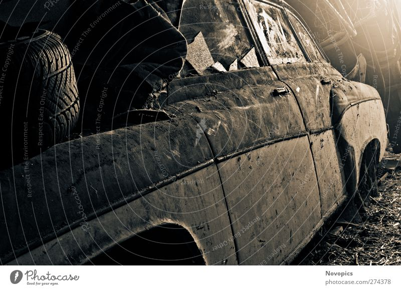 old Wartburg (311) 1000 dunkel PKW hell Autofenster Design Geschwindigkeit kaputt retro KFZ Nostalgie Oldtimer Straßenkunst klassisch