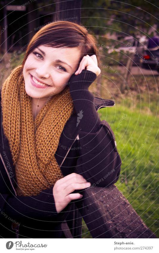 Hello my dear. Frau Jugendliche schön Erwachsene Liebe Wiese feminin lachen Glück Junge Frau Zusammensein Zufriedenheit natürlich warten Fröhlichkeit leuchten