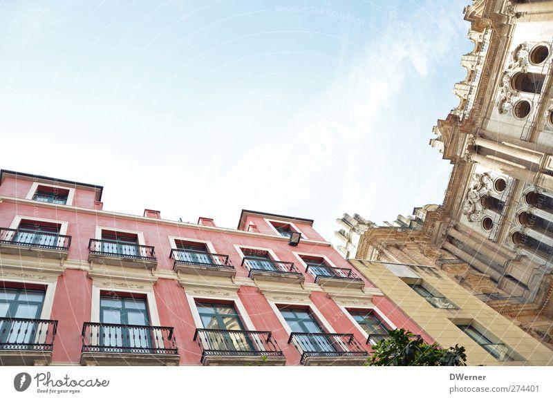 Malaga City Ferien & Urlaub & Reisen Tourismus Sightseeing Städtereise Häusliches Leben Haus Architektur Himmel Stadt Stadtzentrum Altstadt Dom Bauwerk Gebäude
