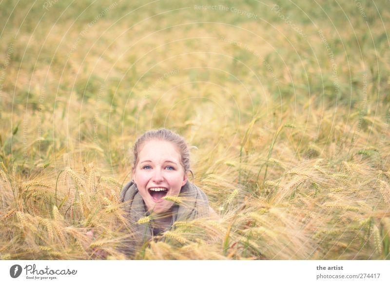 im Kornfeld Mensch Natur Jugendliche Mädchen Freude gelb feminin Freiheit Glück Kopf Junge Frau hell Zufriedenheit blond Feld frei