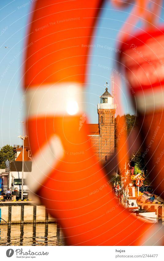 Ustka, Polen, Blick zum alten Leuchtturm Sommer Fischerdorf Mauer Wand Sehenswürdigkeit Idylle Ostsee Baltikum Hafen Fischerei Fischereihafen Stolpmünde Rahmen