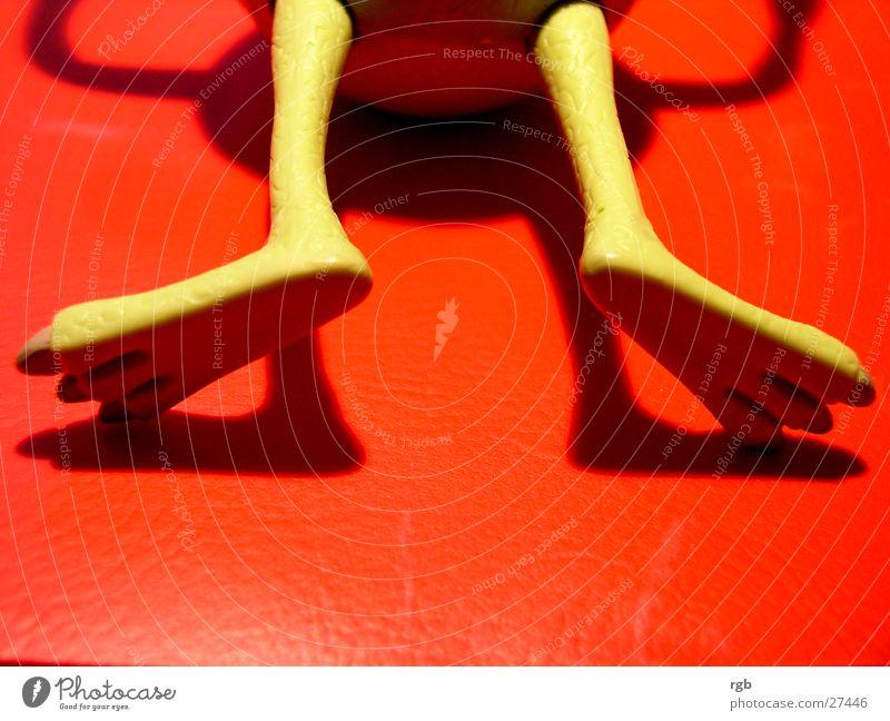 spiel-satz-sieg grün rot Tod Fuß Beine Spielzeug Statue obskur Unfall Monster Knockout