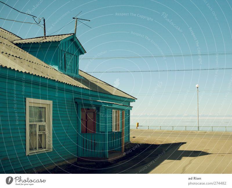 Strandhaus Himmel Natur ruhig Haus Erholung Landschaft Straße Wand Wege & Pfade Mauer Gebäude Fassade authentisch ästhetisch Seeufer Hütte