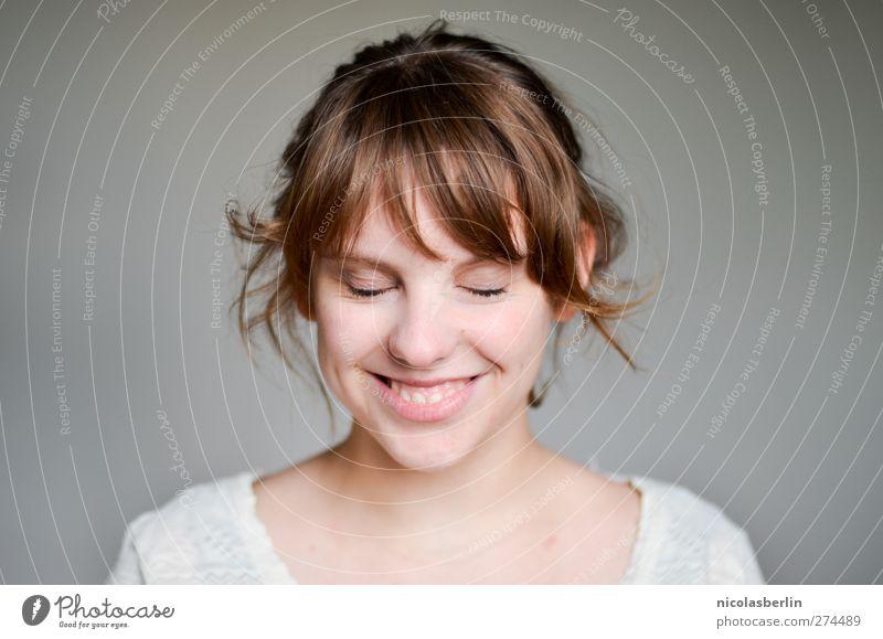 Eine Woche ohne Gepäck, juhu! Mensch Jugendliche schön Freude Erwachsene Gesicht feminin Wärme Gefühle lachen Glück Kopf Junge Frau träumen Zufriedenheit
