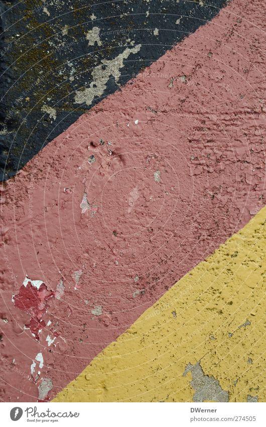 EM 1972 alt Farbstoff Linie Deutschland Hintergrundbild Schilder & Markierungen kaputt Streifen Fahne Zeichen Deutsche Flagge diagonal Verfall schäbig