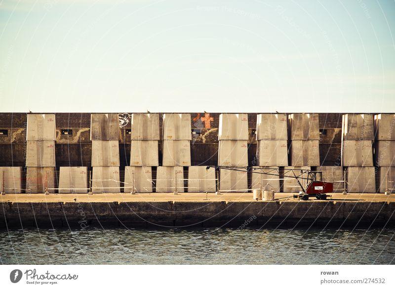 kaimauer Verkehr Verkehrsmittel Schifffahrt Binnenschifffahrt Containerschiff Wasserfahrzeug Hafen blau Kran Anlegestelle Beton Betonmauer verladen