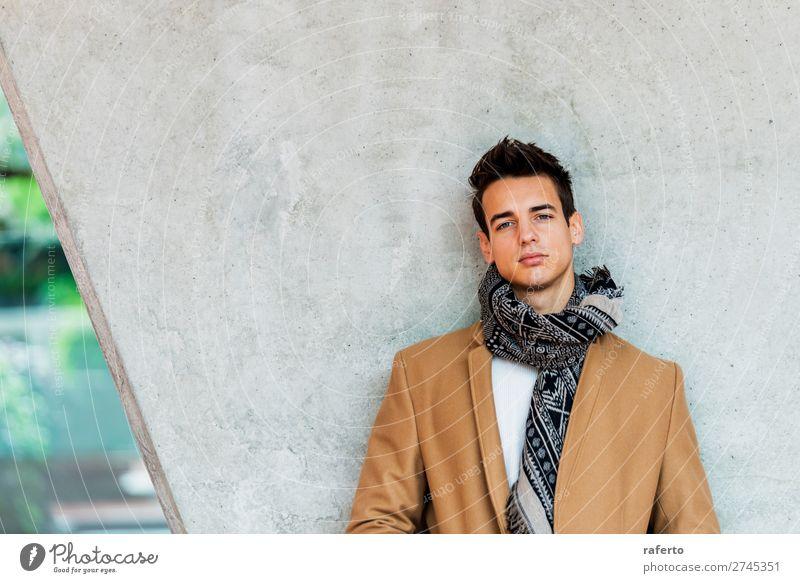 Mensch Jugendliche Mann schön Junger Mann 18-30 Jahre Straße Lifestyle Erwachsene Herbst Stil Mode Haare & Frisuren maskulin modern elegant