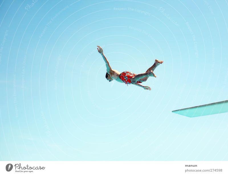 Flugzeit Freizeit & Hobby Abenteuer Sommer Sommerurlaub Wassersport Sportler Schwimmen & Baden Turmspringen Sprungbrett Schwimmbad Mensch maskulin Junger Mann