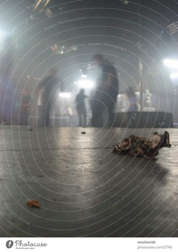 partydreck Party Tanzen dreckig Bodenbelag Müll Falte Tanzfläche Fototechnik