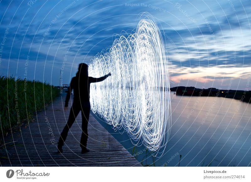 ...sie malt Mensch Frau Himmel Natur Jugendliche blau Wasser weiß Baum Pflanze Strand Wolken Erwachsene Landschaft Junge Frau See