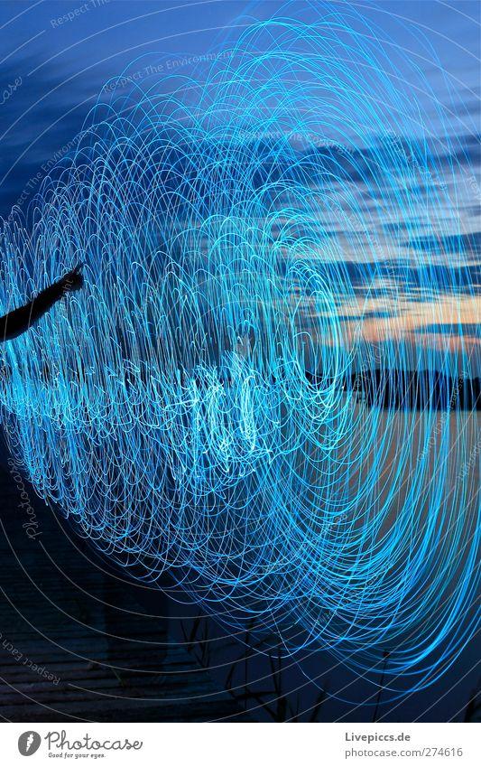 da Licht Mensch Himmel Natur blau Wasser Baum Pflanze Strand Wolken schwarz Erwachsene feminin See Kunst Arme leuchten