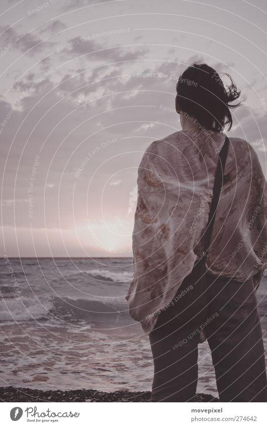 vom winde verweht Ferien & Urlaub & Reisen Ferne Strand Meer Wellen Mensch feminin Junge Frau Jugendliche 1 18-30 Jahre Erwachsene Wolken Sonnenaufgang