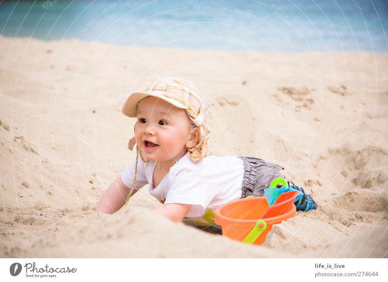 sandmann I Kind Baby Kindheit 1 Mensch 0-12 Monate Sommer Küste Strand Meer Mittelmeer Spielen Fröhlichkeit Glück Lebensfreude Fernweh Ferien & Urlaub & Reisen