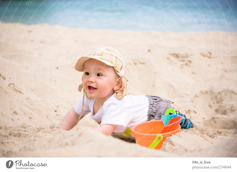 sandmann I Mensch Kind Ferien & Urlaub & Reisen Sommer Meer Strand Spielen Küste Glück Sand Baby Kindheit Fröhlichkeit Lebensfreude Mittelmeer Fernweh