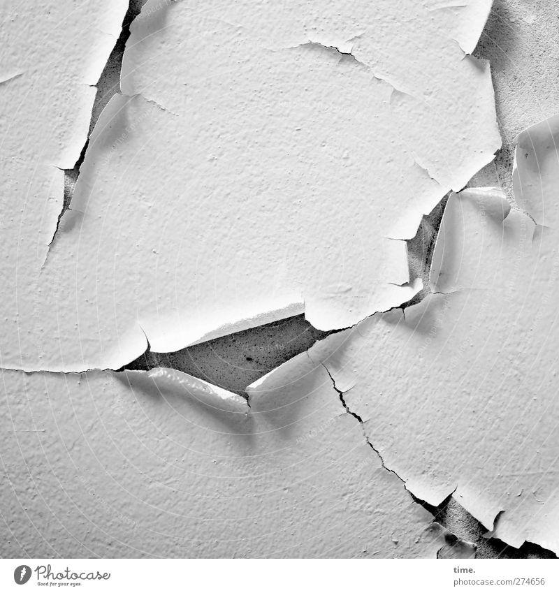 Lebenslinien #45 alt weiß Farbe Wand Tod Mauer Linie Fassade Wandel & Veränderung Vergänglichkeit trocken Verfall Schmerz Putz Verzweiflung Nostalgie
