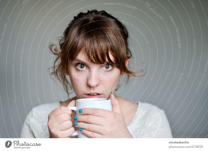 GUTEN.. Mensch Jugendliche schön ruhig Erwachsene Erholung feminin Leben Junge Frau Denken träumen Angst 18-30 Jahre Kaffee weich Neugier