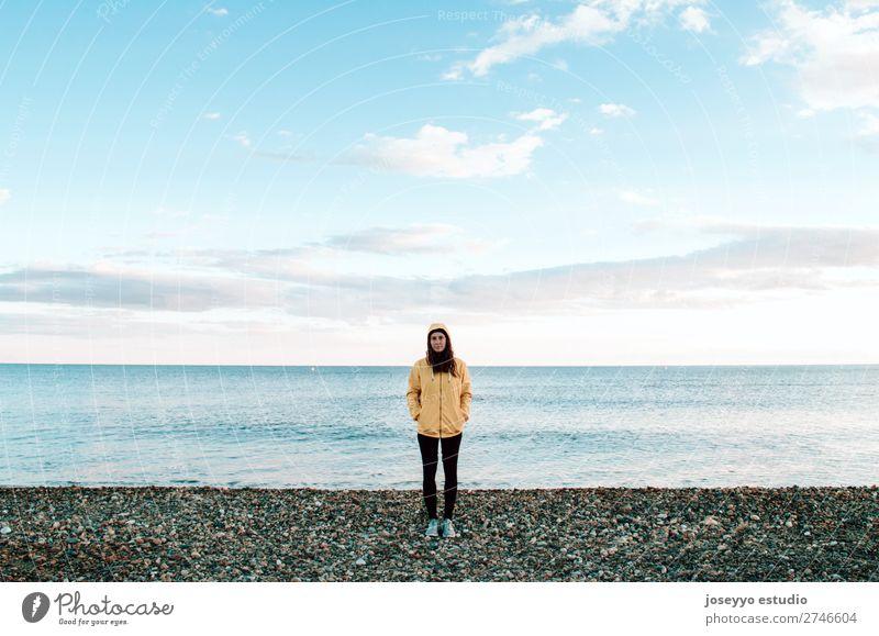 Natur Sonne Erholung Winter Strand Lifestyle Erwachsene Leben gelb Sport Küste Textfreiraum Freiheit Mode Ausflug Horizont