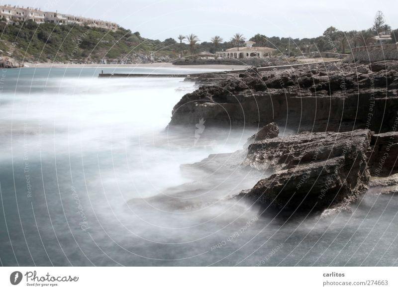 noch mehr Meer Umwelt Natur Urelemente Luft Wasser Felsen Wellen Küste Strand Bucht Mittelmeer Bauwerk Reihenhaus Strandbar Bewegung ästhetisch bedrohlich blau
