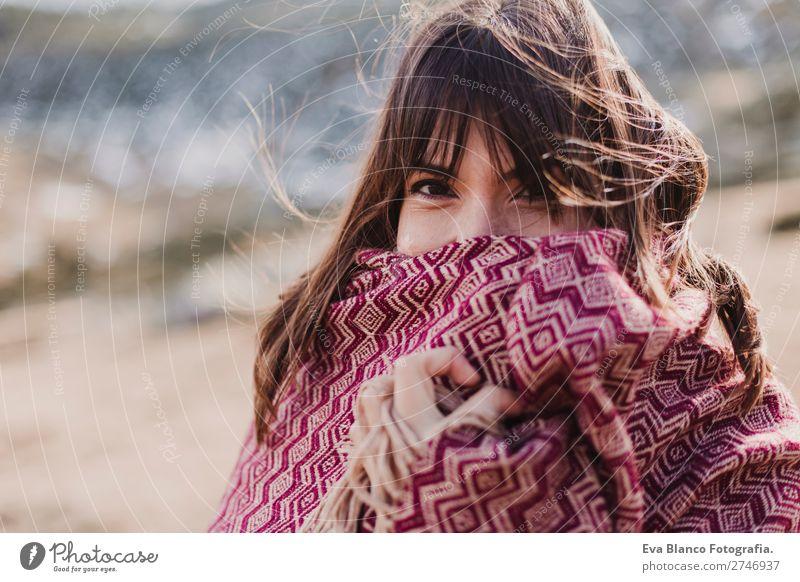 junge Frau genießt die Natur im Berg bei Sonnenuntergang Lifestyle schön Gesicht Erholung Freizeit & Hobby Ferien & Urlaub & Reisen Tourismus Ausflug Abenteuer