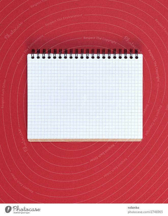 offenes Notizbuch mit weißen Blättern Bildung Schule Büro Business Buch Papier schreiben rot Farbe Hintergrund blanko Checkliste Entwurf Textfreiraum