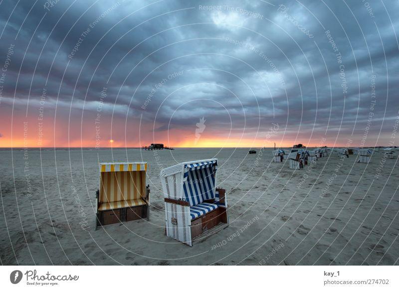 Sommer?! in Sankt Peter-Ording Strand Einsamkeit Wolken Erholung Ferne Landschaft gelb dunkel Küste grau Sand träumen Horizont Stimmung Wetter
