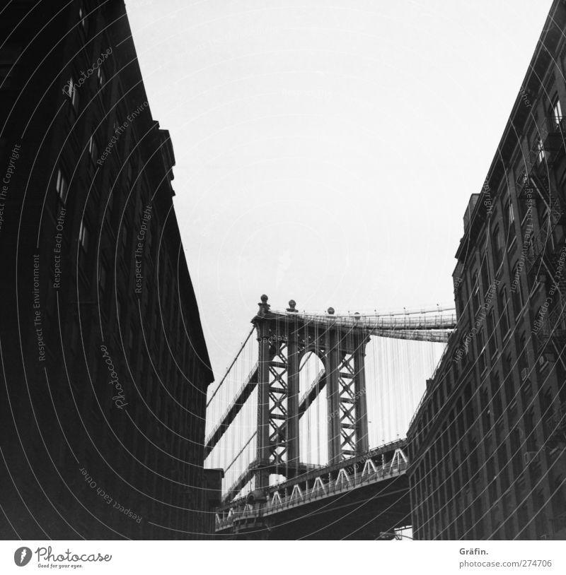 Dumbo Ferien & Urlaub & Reisen Tourismus Ausflug Städtereise New York City Menschenleer Hochhaus Brücke Bauwerk Manhattan Bridge Stein Beton Metall alt