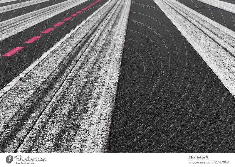 Linkslastig Luftverkehr Landebahn Zeichen Schilder & Markierungen Streifen ästhetisch einfach rot schwarz weiß Ordnung Termin & Datum Wege & Pfade Asphalt