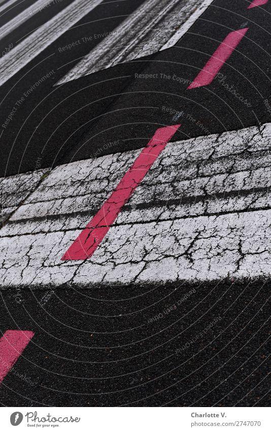Irgendwie schräg... Verkehr Verkehrswege Straße Zeichen Schilder & Markierungen Linie Streifen außergewöhnlich dunkel fantastisch trashig rot schwarz weiß