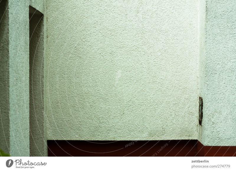 Mut zum Textfreiraum Haus Bauwerk Gebäude Architektur Mauer Wand Fassade authentisch dunkel wallroth Ecke Nische Wandverkleidung Beton Putzfassade Farbfoto