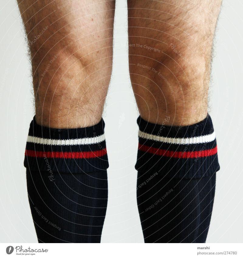 Fußballer Mensch Mann Erwachsene Beine Haut Behaarung einzeln sportlich Strümpfe Bildausschnitt anonym Anschnitt Knie kopflos unkenntlich gesichtslos