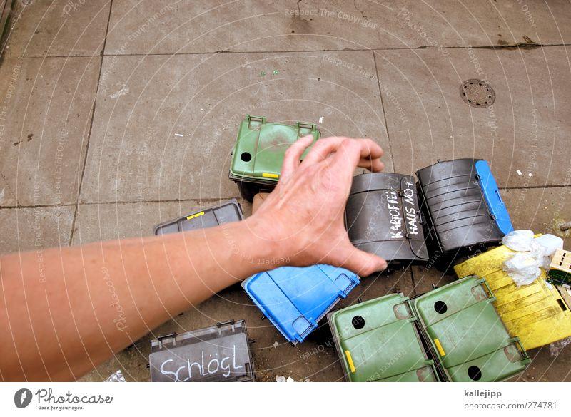 eurobonds Mensch Mann Hand Erwachsene Arbeit & Erwerbstätigkeit Arme dreckig maskulin Finger Güterverkehr & Logistik festhalten Müll Dienstleistungsgewerbe Wirtschaft Container Recycling
