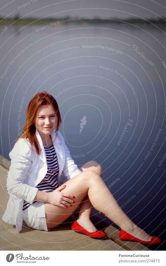 15.00 Uhr am Bootssteg! Mensch Frau Jugendliche Ferien & Urlaub & Reisen weiß schön Erwachsene Erholung feminin Freiheit Junge Frau Stil See Zufriedenheit