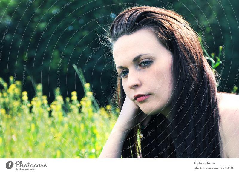 Ich denke Mensch Frau Natur Jugendliche schön Sommer Pflanze ruhig Erwachsene Wald Umwelt feminin Frühling Junge Frau Traurigkeit Denken