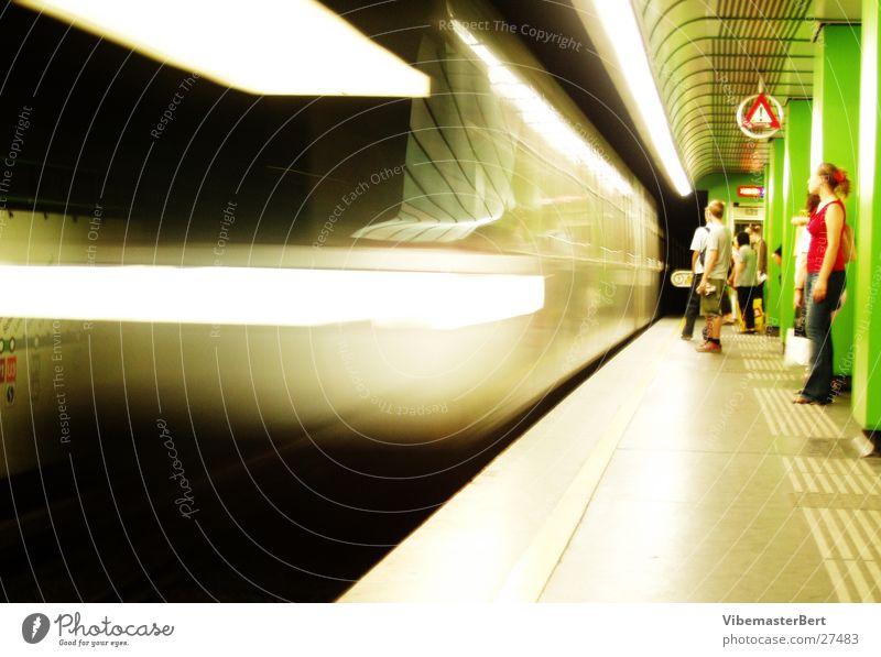 Underground in Wien Mensch Verkehr Geschwindigkeit U-Bahn London Mobilität London Underground