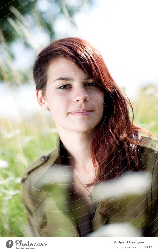 Bokeh | Laura Mensch feminin Junge Frau Jugendliche 1 18-30 Jahre Erwachsene Natur Landschaft Pflanze Gras ästhetisch hell grün rot rothaarig Haare & Frisuren