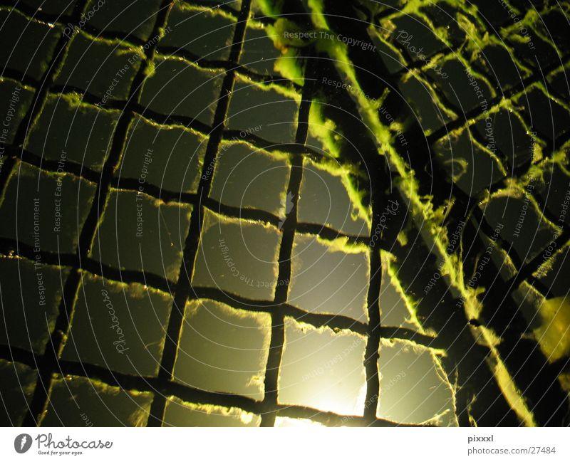 Unter Wasser Meer grün dunkel geheimnisvoll Brunnen Quadrat unten Stahl obskur tief Eisen Gitter diffus