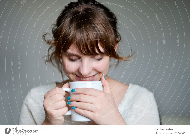 LIEBE MEINES LEBENS* Frühstück Kaffeetrinken Getränk Heißgetränk Tee Tasse Wohlgefühl Zufriedenheit Sinnesorgane Erholung Duft Junge Frau Jugendliche Leben