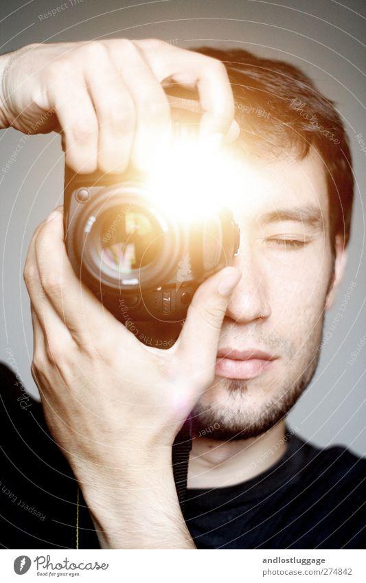 montagsportraitfotografenportrait am samstag. Mensch Jugendliche Hand schön Erwachsene Junger Mann Kunst Arbeit & Erwerbstätigkeit 18-30 Jahre Freizeit & Hobby Fotografie maskulin leuchten beobachten einzeln einzigartig