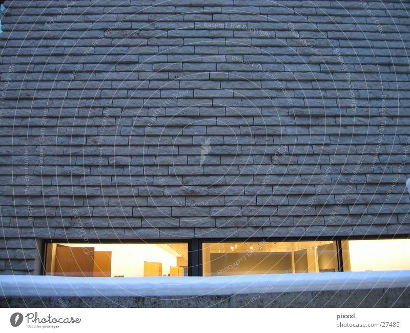 Mauer &  Fenster gelb Stein Gebäude Architektur Design modern Backstein Museum Glätte Einblick