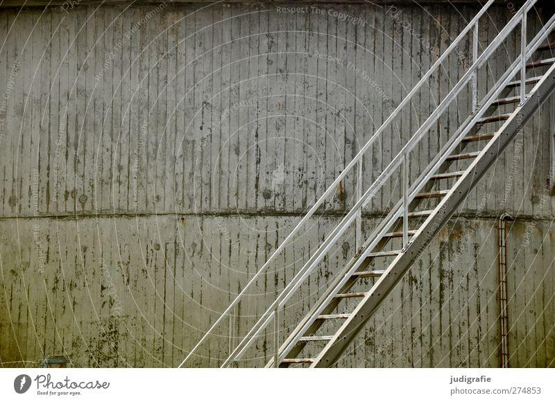 Hirtshals kalt Wand grau Mauer Metall Fassade Treppe Beton trist Hafen Bauwerk Industrieanlage Tank