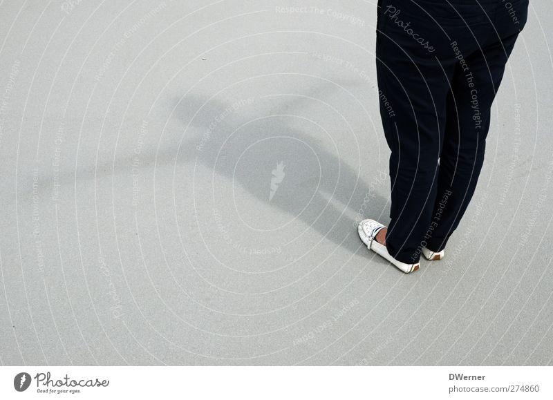 Schatten II Mensch feminin Junge Frau Jugendliche Erwachsene Beine 1 18-30 Jahre Kunst Theater Schauspieler Tanzen Tänzer Hose Stein Beton stehen Freundlichkeit