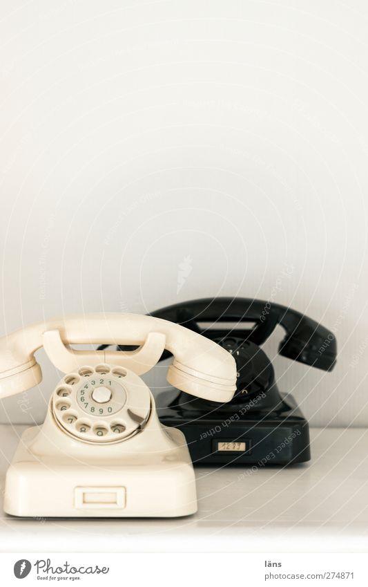 in Verbindung bleiben Telekommunikation Telefon wählen ästhetisch hell schwarz weiß verdrahtet Wählscheibe Schwarzweißfoto Menschenleer Textfreiraum oben