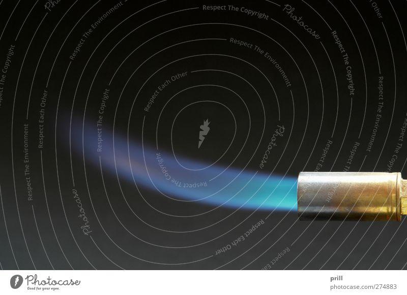 gas flame Werkzeug Umwelt Wärme leuchten hell blau schwarz Verantwortung gefährlich Kontrolle Umweltschutz spitze lötlampe aufheizen brennen entzünden Flamme
