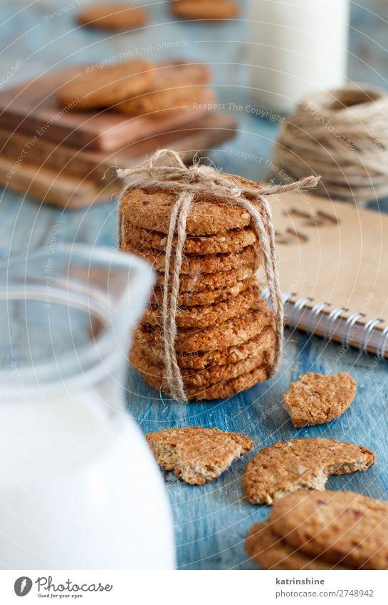 Hausgemachte Haferflockenplätzchen Dessert Frühstück Diät Tisch Holz blau braun weiß Tradition backen Biskuit Kuchen Müsli Plätzchen Lebensmittel Gesundheit